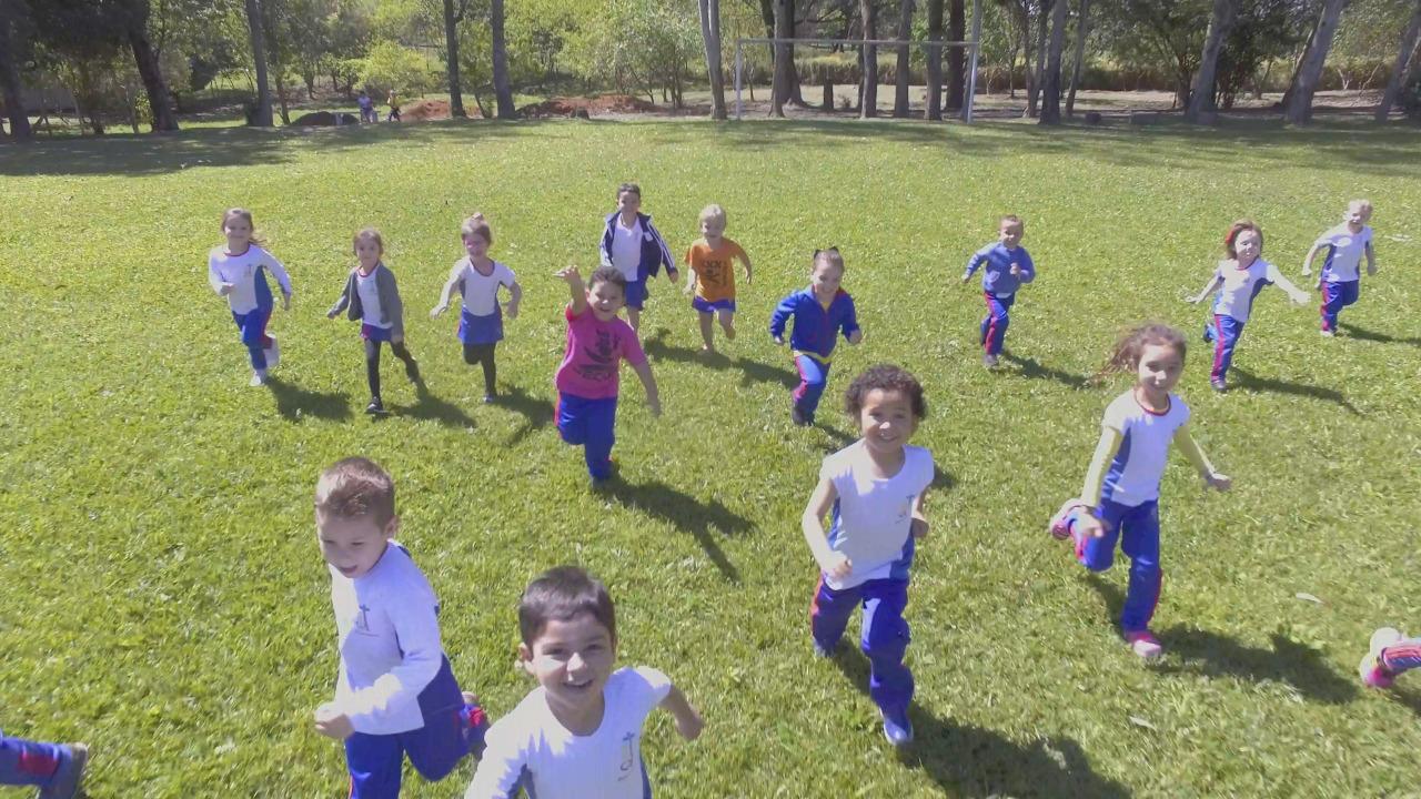 alunos correndo