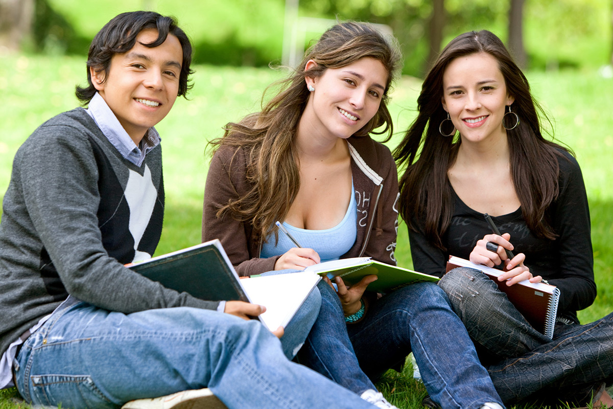 photodune-430148-college-or-university-students-m